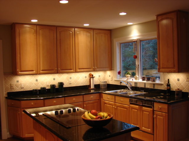 Kitchen recessed lighting ideas on deluxe interior lighting design - Small kitchen lighting ideas ...